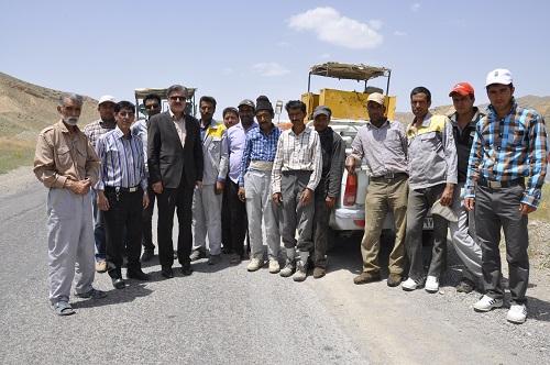 بازدید دکتر عزیزی از پروژه روکش آسفالت شهر زیارت به سرحدات شیروان