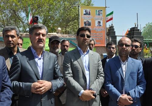 آغاز پروژه روکش آسفالت شهر زیارت به سرحدات باحضور دکتر عزیزی