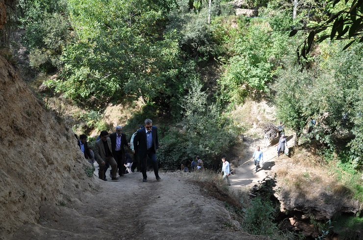 برگزاری جلسه مسئولین استانی و شهرستانی در روستای اسطرخی شیروان