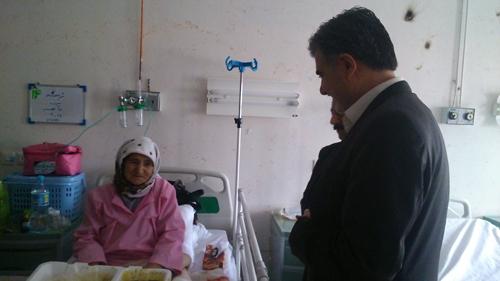 گزارش تصویری عیادت دکتر عزیزی از بیماران بیمارستان امام خمینی(ره) شیروان در نخستین ساعات سال ۹۴